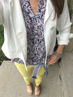 Love this cabi white summer cropped jacket! The pop of yellow with my citron jeans is so fun paired back to the very classic plaza top and la belt! www.allysonfile.cabionline.com