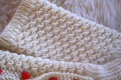Tämän mallineuleen tekotapaa on tuolla kommenteissa kyselty. Itse en ole tätä keksinyt, löysin sen joskus ulkomaalaisia käsityös... Cable Knitting Patterns, Knitting Stitches, Crochet Patterns, Knit Mittens, Knitting Socks, Knitted Hats, Knitting Projects, Crochet Projects, Knitting Ideas