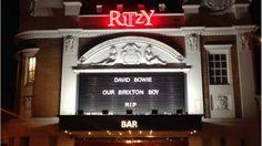 ブリクストンのリッツィ映画館も「ブリクストンの子」ボウイを追悼した。