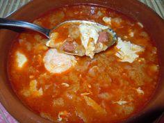 Bueno hoy tenemos un plato tradicional donde los haya,es una sopa muy rica y de aprovechamiento,espero que disfrutéis de la receta y co...
