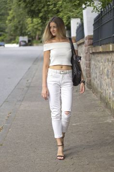 Destroyed_Jeans_X_Offshoulder_Top_ Streetstyle Look Outfit Streetschick streetchick all white leder Lieblingstasche destroyed jeans cropped top fashion blogger fashionblogger fashioninspiration outfit ootd potd