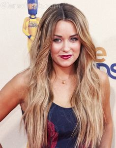 Lauren Conrad Hairstyle Middle Parted Open Wavy Hair-2