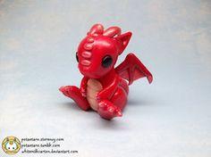 Un lindo y genial dragón en porcelana fria