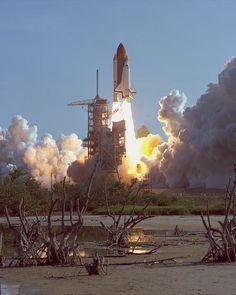 Primer lanzamiento del transbordador 'Discovery' el 30 de agosto de 1984 (NASA, 1984)