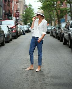 Love Danielle Bernstein's casual-cool look for the weekend. // #StreetStyle #Tips