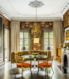 In This Boston Townhouse, Victorian Elegance Meets Neo-Deco Splendor - Introspective Home Interior Design, Interior Decorating, Traditional Dining Rooms, Neo Traditional, Victorian Townhouse, White Laminate, Elegant Homes, Modern Design, Interiors
