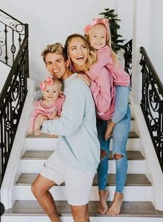 Cole, Savannah, Everleigh and Posie. Cole And Savannah, Savannah Rose, Savannah Chat, Cute Family Pictures, Family Photos, Sav And Cole, Everleigh Rose, Famous Youtubers, Future Mom