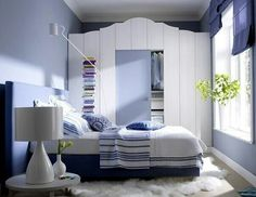 Lushome shares home staging tips and bedroom decorating ideas that help stretch small bedroom design and create visually larger, stylish and comfortable small bedrooms Small Bedroom Designs, Small Room Bedroom, Trendy Bedroom, Bedroom Sets, Home Decor Bedroom, Small Bedrooms, Modern Bedroom Furniture, Colorful Furniture, Furniture Sets
