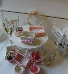 When I have daughters, I'm definitely making a Shabby Chic themed dollhouse for them! :-)