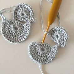 Dragon Knot on Marque-pages Au Crochet, Crochet Bolero Pattern, Crochet Applique Patterns Free, Easter Crochet Patterns, Crochet Birds, Crochet Motifs, Crochet Amigurumi, Crochet Bunny, Baby Knitting Patterns