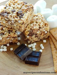 This is the best s'mores recipe, s;mores rice krispy treats, yum! Great summer dessert!