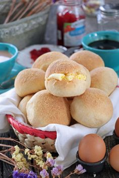 Make your own homemade Pandesal with this easy and simple Pandesal Recipe. Soft and fluffy, covered with breadcrumbs best serve while hot! Filipino Desserts, Filipino Recipes, Filipino Food, Asian Recipes, Chicken Mami Recipe, Mamon Recipe, Tikoy Recipe, Mango Cake, Sandwiches
