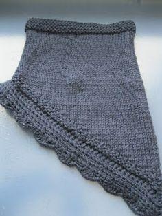 Knitted scarf; strikket halsedisse