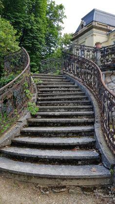 A tóalmási Andrássy-kastély / Fotó: ORSZÁGKÉP Hungary, Opi, Provence, Castles, Stairs, Urban, Places, Summer, Travel