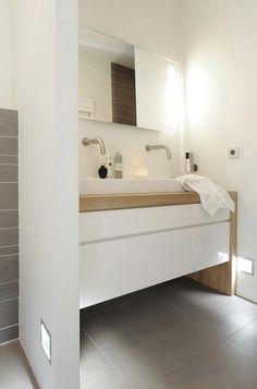 Salle de bain - blanc et bois
