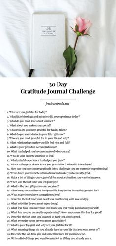 How to Start a Gratitude Journal Practice | Want to deepen your gratitude practice and maximize the benefits? Then this post is for you! Click through to read my five gratitude journal tips. Plus, download my FREE 30 Day Gratitude Journal Challenge Workbook to step up your gratitude practice and get your journaling on all month long!