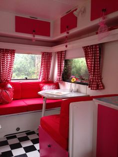 roze met stippen caravan 3