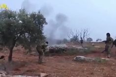 Опубликовано видео сражения пилота Су-25 с боевиками в Сирии       Telegram-канал Directorate 4 опубликовал кадры боя, в который вступил с боевиками в Сирии пилот сбитого российского Су-25. Как пишут авторы канала, военный подорвал себя гранатой, чтобы не попасть в плен. Российский штурмовик сбили в сирийской провинции Идлиб 3 февраля.