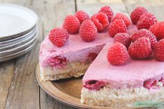 Vegan cheesecake with raspberries www. Dairy Free Recipes, Raw Food Recipes, Baking Recipes, Healthy Recipes, Healthy Sweets, Healthy Baking, Healthy Food, Vegan Cake, Vegan Desserts