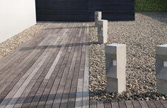 Landschafts- und Gartengestaltung elemente gehweg dielen kies stehleuchten skulpturen