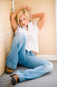 Jamie Eason.. Love jeans and white shirts~