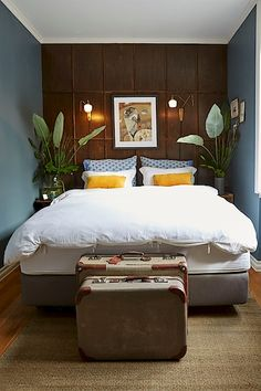 Du har god plass til dobbeltseng og garderobeskap. Blue Bedroom, Real Estate, Places, Interior, Projects, Furniture, Beds, Heart, Home Decor