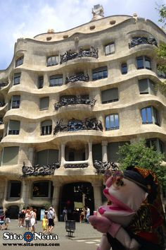 La Pedrera (Casa Milà) - Exploring bonita #Barcelona, #Catalunya. Follow #sitanena family recipes, Follow us: family recipes, travel & much more! sita-nena.com / #sitanena