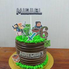 Kit Festa Minecraft #bolosdecorados#festamanaus#bolosdecoradosmanaus#docefesta10#kitfestamanaus#bolodominecraft Pastel Minecraft, Bolo Minecraft, Minecraft Birthday Cake, Easy Minecraft Cake, Minecraft Crafts, Minecraft Party, Minecraft Skins, Cupcakes, Cupcake Cakes