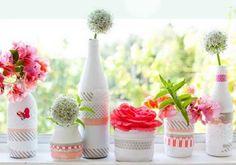 Las botellas de vidrio y los frascos pueden ser muy útiles para crear hermosas manualidades para el hogar.   Cada que te termines una botell...