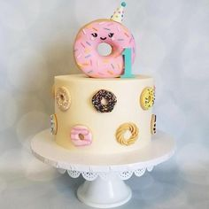Donut Cake Decorations/ Cupcake Toppers You donut want to be without these cake decorations! The perfect addition to your celebration cake or to top any cupcakes/ dessert table treats!Listing is for 12 assorted donuts. Donuts measure approximately 2 Donut Party, Donut Birthday Parties, Themed Parties, Cupcake Toppers, Cupcake Cakes, Donut Cakes, Bolo Panda, Bee Cakes, Savoury Cake