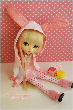 Pullip Paja-Love this little rabbit ear jacket.