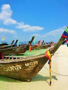 Pitkähäntäveneitä Poda-saarella Thaimaassa / Longtail boats at the Poda island in Thailand #Thaimaa #Krabi #Poda #Podaisland #Pitkähäntävene #Longtailboat