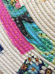 hungryhippie sews: Make a Scrappy Rope Rug Fabric Bowls, Fabric Rug, Fabric Scraps, Rag Rug Diy, Dyi Rugs, Braided Rag Rugs, Rug Loom, Rope Rug, Bag Patterns To Sew