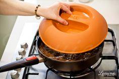 Cocinando con la tapa de terracota Woll