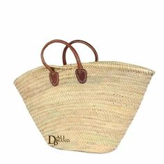 Here is another fancy bag which can be used for several occasions. The touch of leather add a modern side to this traditional bag. Made with braided rottan, it guarantees solidity and originality. Moroccan Kitchen, Hush Hush, Straw Bag, Basket, Fancy, Traditional, The Originals, Kitchen Tools, Modern