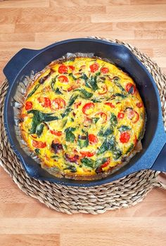 This spinach tomato frittata is a keto, low carb and recipe that's perfect for any meal from brunch to dinner, they're easy and delicious. Healthy Frittata, Spinach Frittata, Frittata Recipes, Spinach Stuffed Mushrooms, Stuffed Peppers, Low Carb Quiche, Keto Recipes, Healthy Recipes, Raw Vegetables