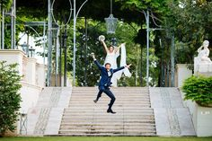 wedding day ; happy day ; bride & groom happy moment ; skiss ; outdoor wedding ; groom jump  http://www.skiss.fr/