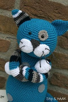 Not in English but just crochet body of King Kong, ears of giraffe and face of Kino. Add face features while crocheting the head. Gato Crochet, Crochet Amigurumi, Crochet Food, Crochet Cross, Amigurumi Patterns, Crochet Dolls, Crochet Baby, Knit Crochet, Crochet Patterns