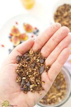 Ευκολη Γκρανολα Σοκολατας Granola, How To Dry Basil, Food And Drink, Herbs, Breakfast, Breakfast Cafe, Muesli, Herb, Spice