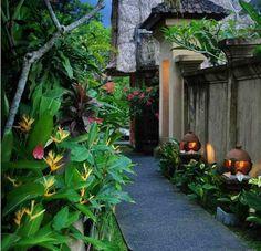 Lonely Planet guide to UBud, including Best places to stay in Ubud - Garden Deko Tropical Garden Design, Tropical Backyard, Tropical Landscaping, Backyard Landscaping, Landscaping Ideas, Tropical Gardens, Luxury Landscaping, Landscaping Company, Bali Garden