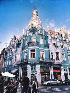 "📍Oradea, Romania 🇹🇩 The Big ""Bloo"" Eastern Countries, Eastern Europe, Art Deco, Art Nouveau, Building Aesthetic, Romania Travel, Vintage Architecture, European Travel, Aesthetic Pictures"