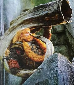 Bombur blowing a horn in Erebor... love his new armor too!