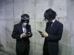 [Champagne]磯部寛之・白井眞輝2009/12/8 キメキメなスーツなメンバーも個人撮影だったので、合間にまーくんとひろくんがこんな感じでした、何をやってるかはヒミツ?です。 ヒントは長年愛されている複数人で出来るあのゲームですね~。 Rock Bands, Champagne, Japanese, Fictional Characters, Japanese Language, Fantasy Characters