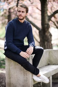 Adam Gallagher works our classic navy knit from our Spring 2015 collection. Outfits Casual, Fall Fashion Outfits, Mode Outfits, Autumn Fashion, Mens Fashion, Bad Fashion, Fashion Photo, Male Clothes, Stylish Men