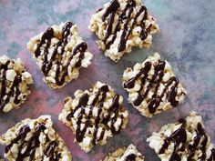 Honey Popcorn Slice - Are you stuck for snack ideas? How about some Honey Popcorn Slice?! This Honey Popcorn Slice is the perfect healthy lunchbox treat for the kids, as most schools have to be nut-free these days. Super quick, easy to make and is packed full of goodies, which will keep you energized throughout the day. Store bought food is typically full of refined sugar & unnatural ingredients. Providing kids with tasty, nutritious & wholesome food will make a huge difference to kids'…