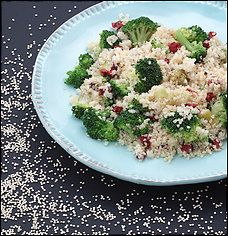 Mediterranean Quinoa with Broccoli   Very yummy, very easy and very healthy.
