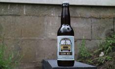 De Lijn 83 is een ESB gebrouwen door het Gennepse d'Ooijevaer. Voor wie uit de regio van Gennep komt zal Lijn 83 geen onbekende zijn. Het is de buslijn die van Nijmegen naar Venlo loopt. Op deze route bevindt zich ook het Maasstadje Gennep. De mannen van d'Ooijevaer laten zich goed inspireren door het Gennepse. […] The post d'Ooijevaer – Lijn 83 appeared first on Hopblog.nl. Beer Bottle, Drinks, Beer, Drink, Beverage, Drinking