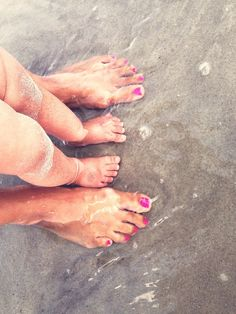 Mommy and baby dipping their toes in the ocean. Cute photo idea. #PANDORAloves