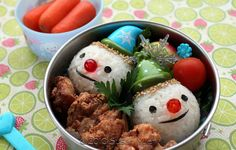 Winter Onigiri Bento Lunch (Snow People Kyaraben Rice Balls and Chicken Kara-age) Cute Food, Good Food, Cute Bento Boxes, Little Lunch, Bento Recipes, French Dishes, Buzzfeed Food, Cooking With Kids, Hardboiled