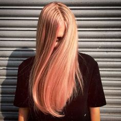Blorange snuck up on us in and we hope it stays. Here's everything you need to know about blorange - this season's must have hair look. New Hair Color Trends, Latest Hair Color, Hair Trends, Top Hairstyles, My Hairstyle, Gorgeous Hairstyles, Peach Hair, Pink Hair, Ombre Hair